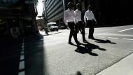Auf dem Weg zum Spitzengehalt: Großkanzleien zahlen hervorragend, verlangen aber auch sehr viel Einsatz - da lehnt so mancher Prädikatsjurist ab