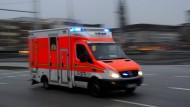 Unfall auf der A 67: Der Fahrer des Kleinbusses ist schwer verletzt.