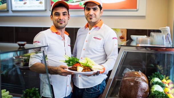 Frankfurt Vegan - Ali Ülger bietet in seinem Imbiss Çi?köftem veganes Köfte an.