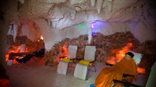 Entspannt unter Gewölbe - schwerelos im Solebad