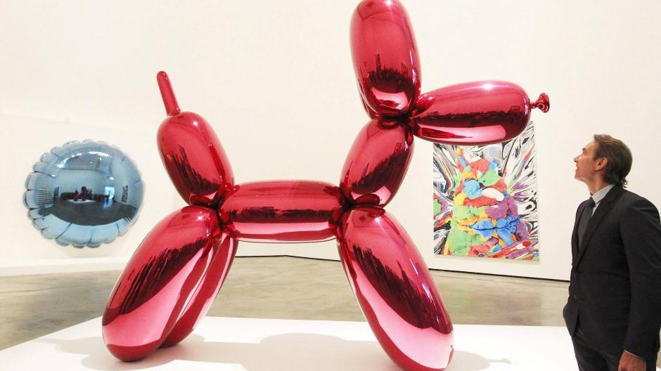 In Originalgröße ein Millionenwert: Jeff Koons vermarktet seine Skulpturen als tausendfach produzierte Miniaturen lukrativ.