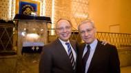 Gehen zusammen: Dieter Graumann (links) und Salomon Korn verlassen den Zentralrat der Juden. Hier sind sie in der Frankfurter Westendsynagoge zu sehen.