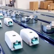Made in Germany: Seifenspender und Toilettenpapierhalter auf dem Fließband von der Ille-Zentrale in Altenstadt