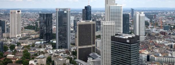 In der Kreditgebührenklemme: Banken müssen Bearbeitungsentgelte erstatten.