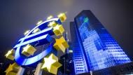 Leuchtendes Beispiel: Frankfurt gilt als Zentrum für Regulierung. Das Foto zeigt den Sitz der Bankenaufsicht der EZB.
