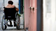 Brutaler Angriff auf Rollstuhlfahrerin