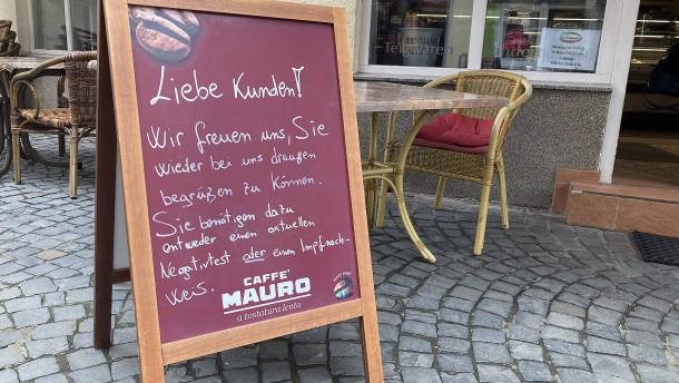 Die neue alte Freiheit im Straßencafé
