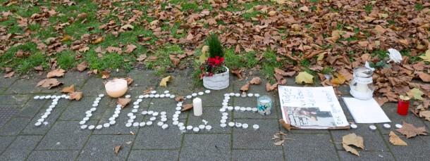 Trauer: Freunde und Familie des Prügelopfers Tugce haben Blumen und Kerzen am Tatort in Offenbach niedergelegt.