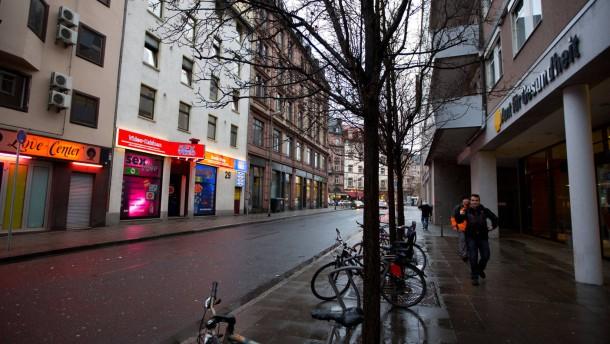 Toleranzzone für Prostitution - An der Breiten Gasse in Frankfurt ist Prostitution erlaubt. Gegenüber des Gesundheitsamts finden sich derartige Etablissements