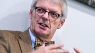 Es muss alles ineinandergreifen: Helmut Reitze in seinem Büro im Sender