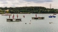 Wo ist die verschwundene Schwimmerin? Strandbad von Nieder-Roden