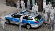 """Plakativ: """"Zombie""""-Demo gegen den G20-Gipfel in Hamburg"""