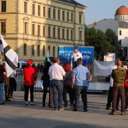 André Poggenburg und Teilnehmer bei einer Kundgebung in Leipzig