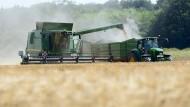 Auftakt: Die Getreideernte in Hessen hat begonnen, wegen des Wetters rund zehn Tage früher als üblich.