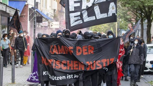 """Wütender Protest gegen die Verurteilung von A-49-Gegnerin """"Ella"""""""