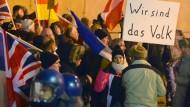 Ende Januar in Frankfurt: Pegida-Anhänger demonstrieren vor der Katharinenkirche in Frankfurt
