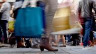 Volle Tüten - aber nicht voll genug aus Händlersicht: Die Umsätze liegen etwas unter Wasser