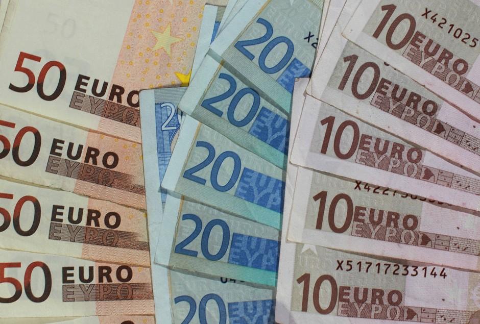 bild zu unternehmer kontra studie sind 1890 euro im monat ein niedriglohn bild 1 von 1 faz. Black Bedroom Furniture Sets. Home Design Ideas