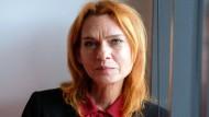 Hat in der Türkei im Gefängnis gesessen, weil sie über einen Angriff auf eine kurdische Stadt berichtet hatte: Asli Erdogan
