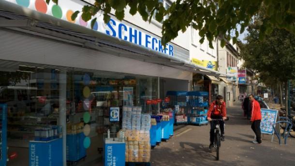 Die Drogeriemarkt-Kette Schlecker hat in Hattersheim einen neuen XXL-Markt eröffnet.