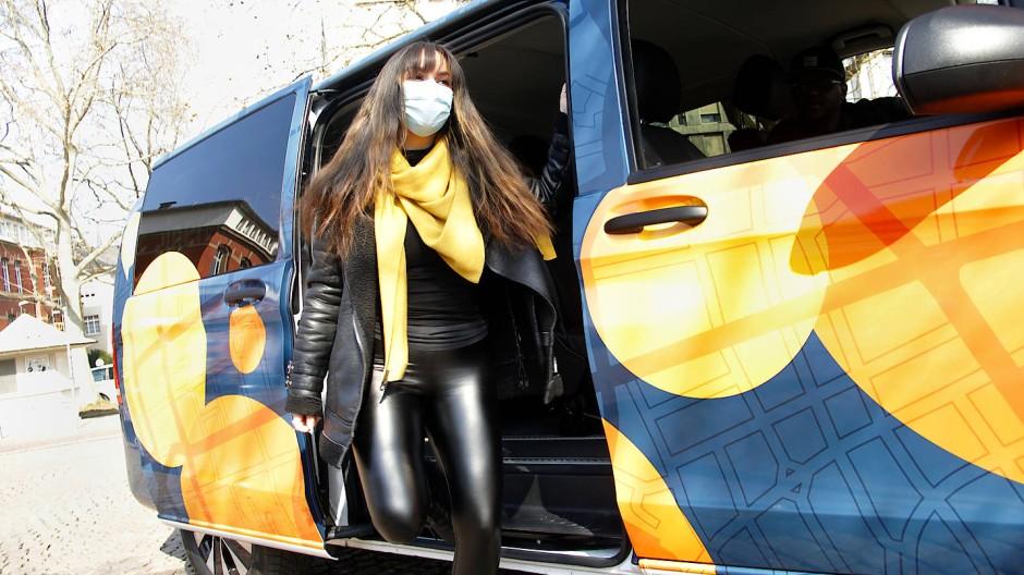 Mit Ökostrom unterwegs: Die Darmstädter Anruf-Sammel-Taxis von Heinerliner transportieren Passagiere elektrisch.