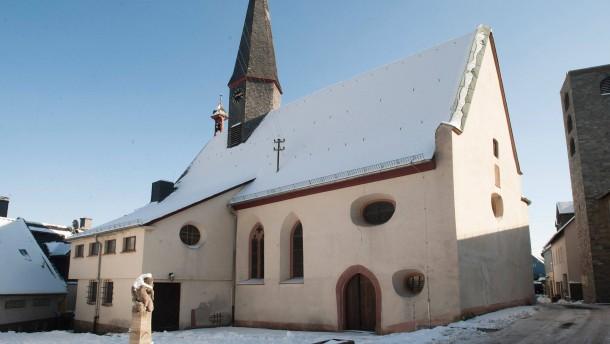 Weihbischof Löhr besucht ungewöhnliches Projekt -  Alte Kirche wird wieder in Betrieb genommen, neue Kirche anschließend abgerissen