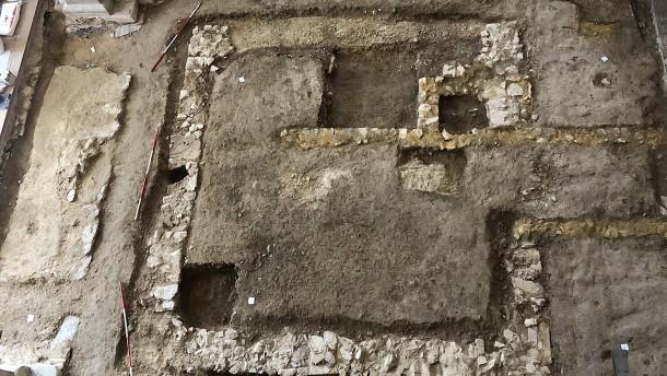 Mauerreste unter der Basilika
