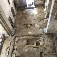 Überbleibsel: Mauerreste in der Basilika im Kloster Eberbach