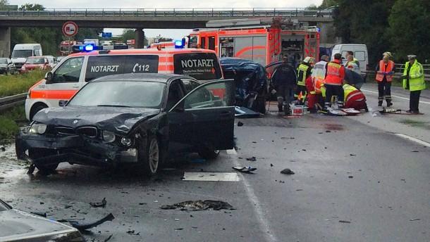 Polizei sucht Verursacher von Unfall mit totem Paar