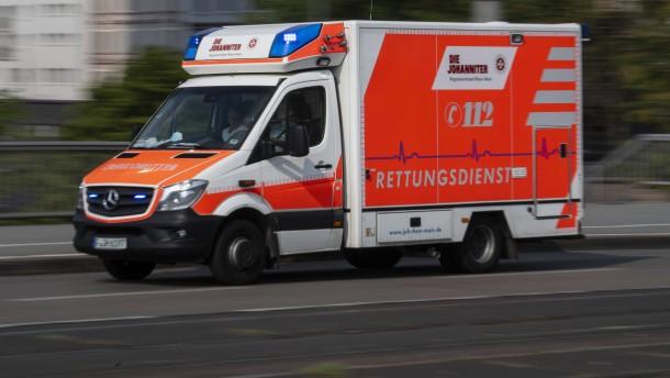 Zwei Verletzte bei Messerstecherei – Unbekannte sprengen Geldautomaten