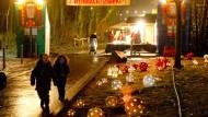 Schön beleuchtet: Weihnachtsmarkt am Goethe-Turm