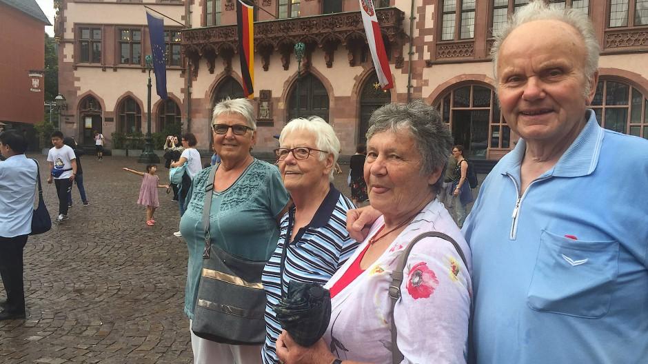 Von Steinau nach Frankfurt: Karl Heil reist mit einer Gruppe der Freiwilligen Feuerwehr an.