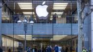 Reger Betrieb: der Apple-Laden in der Frankfurter Fußgängerzone vor Corona