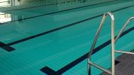 Sauber: Das Wasser von Hallenbädern wird mit Chlor versetzt, um Keimen keine Chance zu geben (Symbolbild)