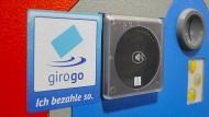 Zahlen im Vorbeigehen: EC-Karten mit Girogo-Funkchip funktionieren auch im Parkhaus des Klinikums Frankfurt-Höchst.