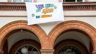 Finale der Schullaufbahn: Rund 25.000 hessische Schüler haben zuletzt das Abitur geschrieben - so auch an der Oranienschule in Wiesbaden (Foto)