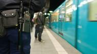 Schrauben ragten aus U-Bahn-Sitz hervor
