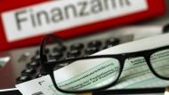 Friedliche Feiertage: Das Finanzamt lässt Steuerforderungen bis Neujahr ruhen.