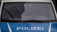Polizeibeamte haben am Mittwoch das Rathaus in Großkrotzenburg durchsucht (Symbolbild)