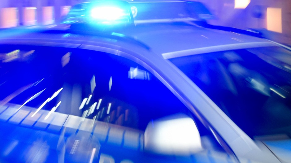 Einsatz: Im Frankfurter Bahnhofsviertel ist in der Nacht zum Samstag ein Mann überfahren worden. Die Polizei nahm zwei Männer fest (Symbolbild).