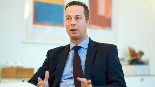 Florian Rentsch - Der hessische Wirtschaftsminister (FDP) spricht in seinem Ministerium in Wiesbaden mit Hans Riebsamen.