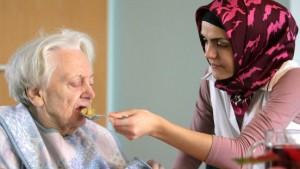 Männer mit ausländischen Wurzeln für Altenpflege gesucht