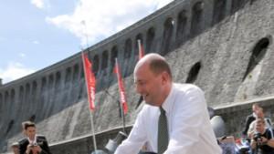 """Der Minister schwärmt vom """"E-Bike"""""""