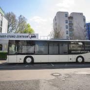 Testfall: Das Corona-Mobil des Roten Kreuzs vor dem Awo-Altenheim, in dem es eine Reihe von Infektionen gibt