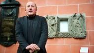 Hat Ersatz für den geklaute Hedwig-Knochen gefunden: Stadtdekan Johannes zu Eltz