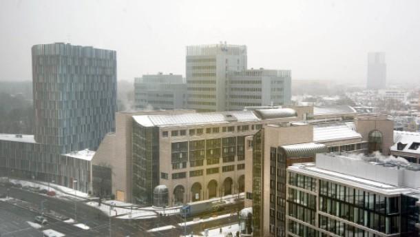 KfW - Die staatliche Förderbank mit Sitz in Frankfurt, die inzwischen drittgrößte Bank in Deutschland ist, stellt ihre Bilanz vor.