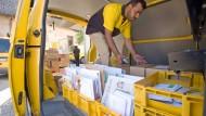 Landarbeiter: Post-Beschäftigter  in Südhessen unterwegs