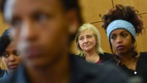 "Gut 10.000 Flüchtlinge bei ""Fit für den Rechtsstaat"""
