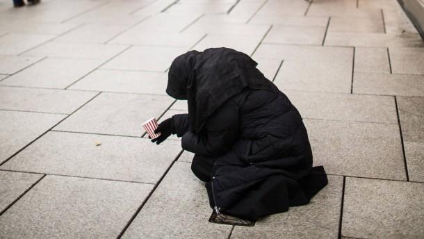 Bettler in Frankfurt - In der Weihnachtszeit bitten besonders viele Menschen um Spenden, vor allem Männer und Frauen aus Osteuropa