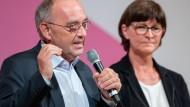 Kandidaten der Jugend: Norbert Walter-Borjans und Saskia Esken